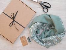 Load image into Gallery viewer, Infinity Scarf Kit - Atelier Brunette 'Cactus'
