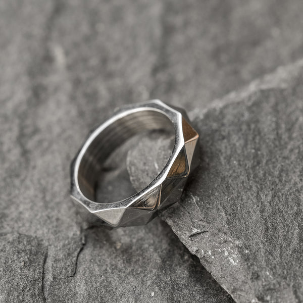 Saar geometric stainless steel ring for men.