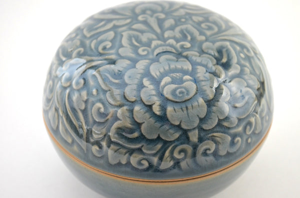 ceramic box, celadon glaze, ceramic trinket box, box top view