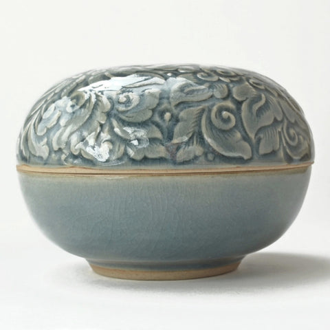 ceramic box, celadon glaze, ceramic trinket box, box side view