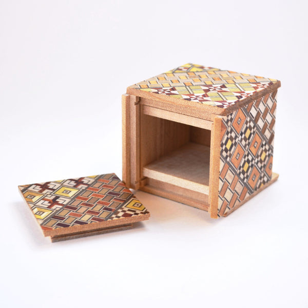 puzzle box | Koyosegi pattern on Japanese puzzle box, open view