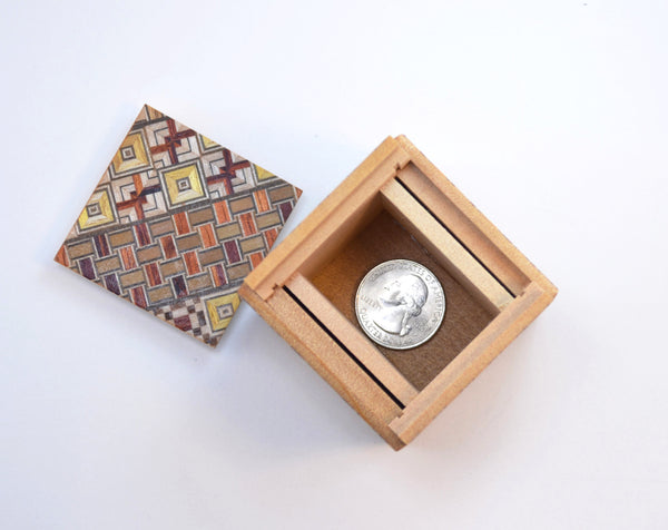 puzzle box | Koyosegi pattern on Japanese puzzle box, open with coin inside