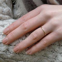 Elegant Band Ring in 9ct Gold - 1.5mm - rose - Hammered or Smooth