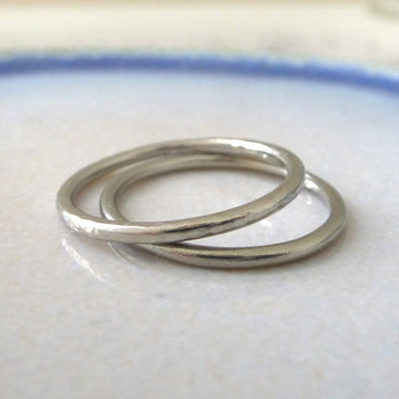 Elegant Band Ring in 18ct White Gold - 1.5mm - Hammered or Smooth