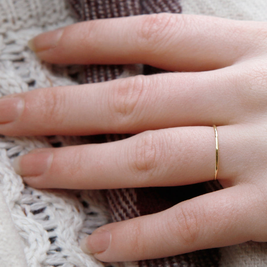 Skinny band ring - 18ct yellow gold