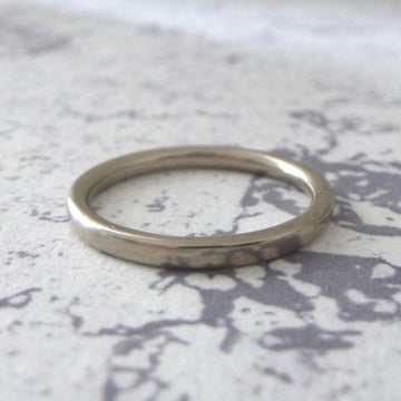 Elegant Band Ring in 18ct White Gold - 2mm - Hammered or Smooth