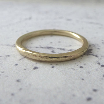 Elegant Band Ring in 9ct Gold - 2mm - yellow - Hammered or Smooth