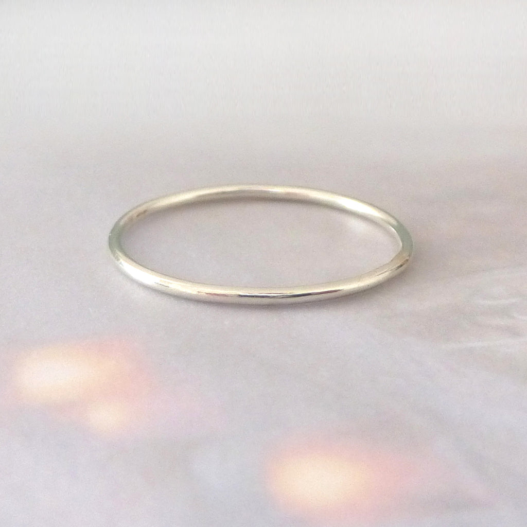Skinny smooth band ring - 9ct white gold