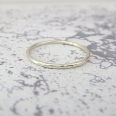 Elegant Band Ring in 9ct White Gold - 1.2mm - Hammered or Smooth