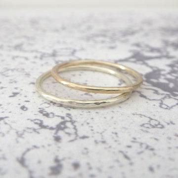 Elegant Band Ring in 9ct Gold - 1.2mm - yellow - Hammered or Smooth