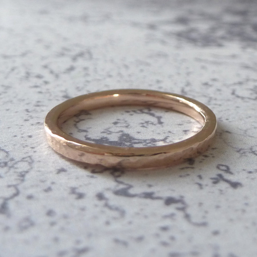 Elegant Band Ring in 9ct Gold - 2mm - rose - Hammered or Smooth