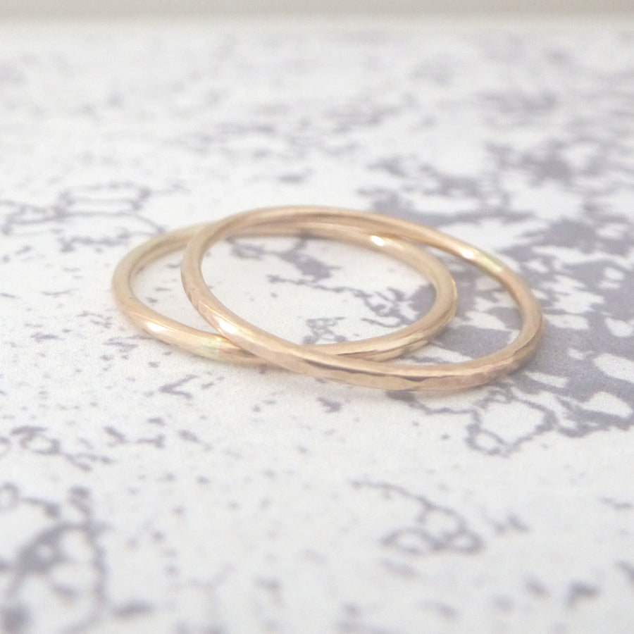 Elegant Band Ring in 9ct Gold - 1.2mm - rose - Hammered or Smooth