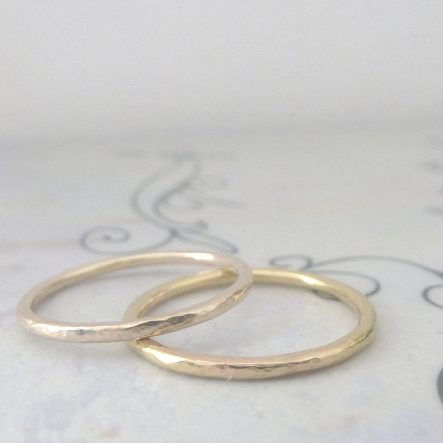 Elegant Band Ring in 9ct Gold - 1.5mm - yellow - Hammered or Smooth