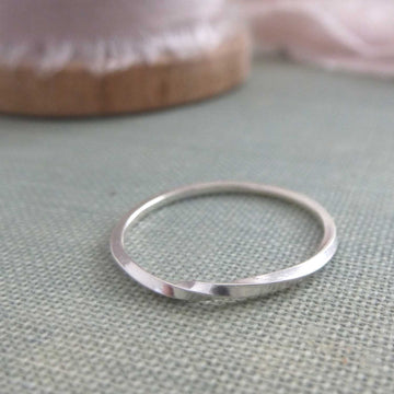 Skinny twist band ring - Sterling silver