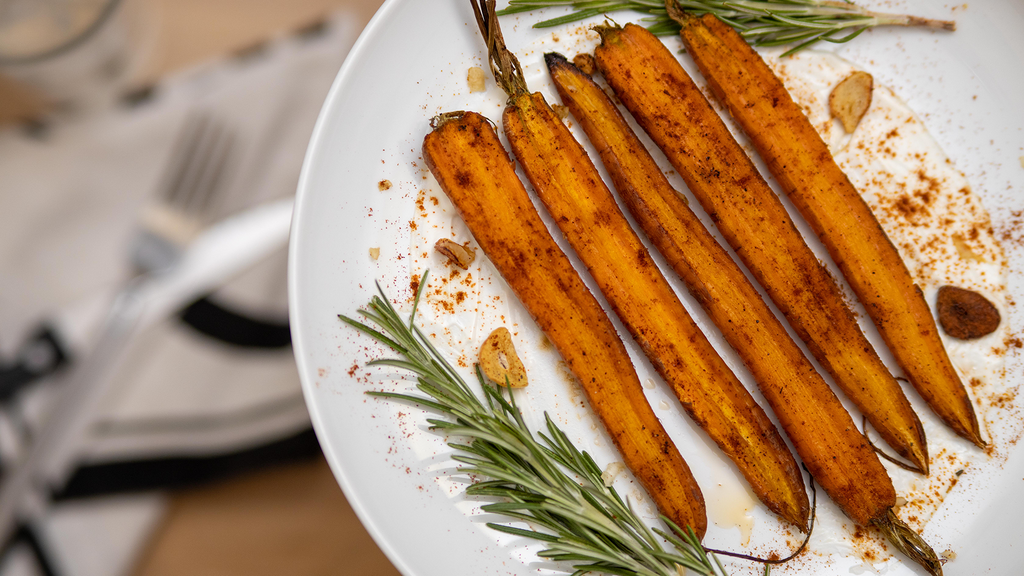 Roasted Carrots with Garlic Yogurt