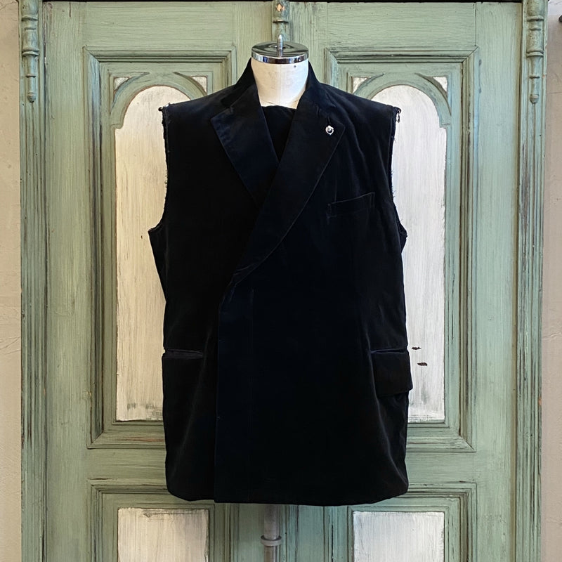 sleeveless winding notched lapel blazer.