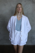 Load image into Gallery viewer, LINEN BLAZER IN WHITE
