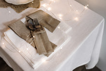 Load image into Gallery viewer, SET OF LINEN NAPKINS IN WHITE
