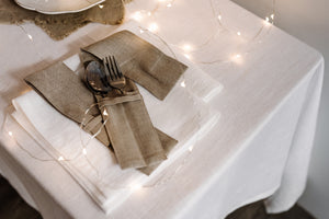 SET OF LINEN NAPKINS IN WHITE