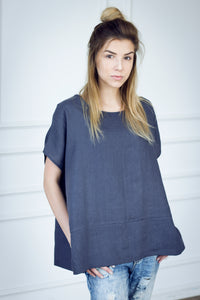 LOOSE LINEN TOP WITH SIDE SPLITS IN CHARCOAL