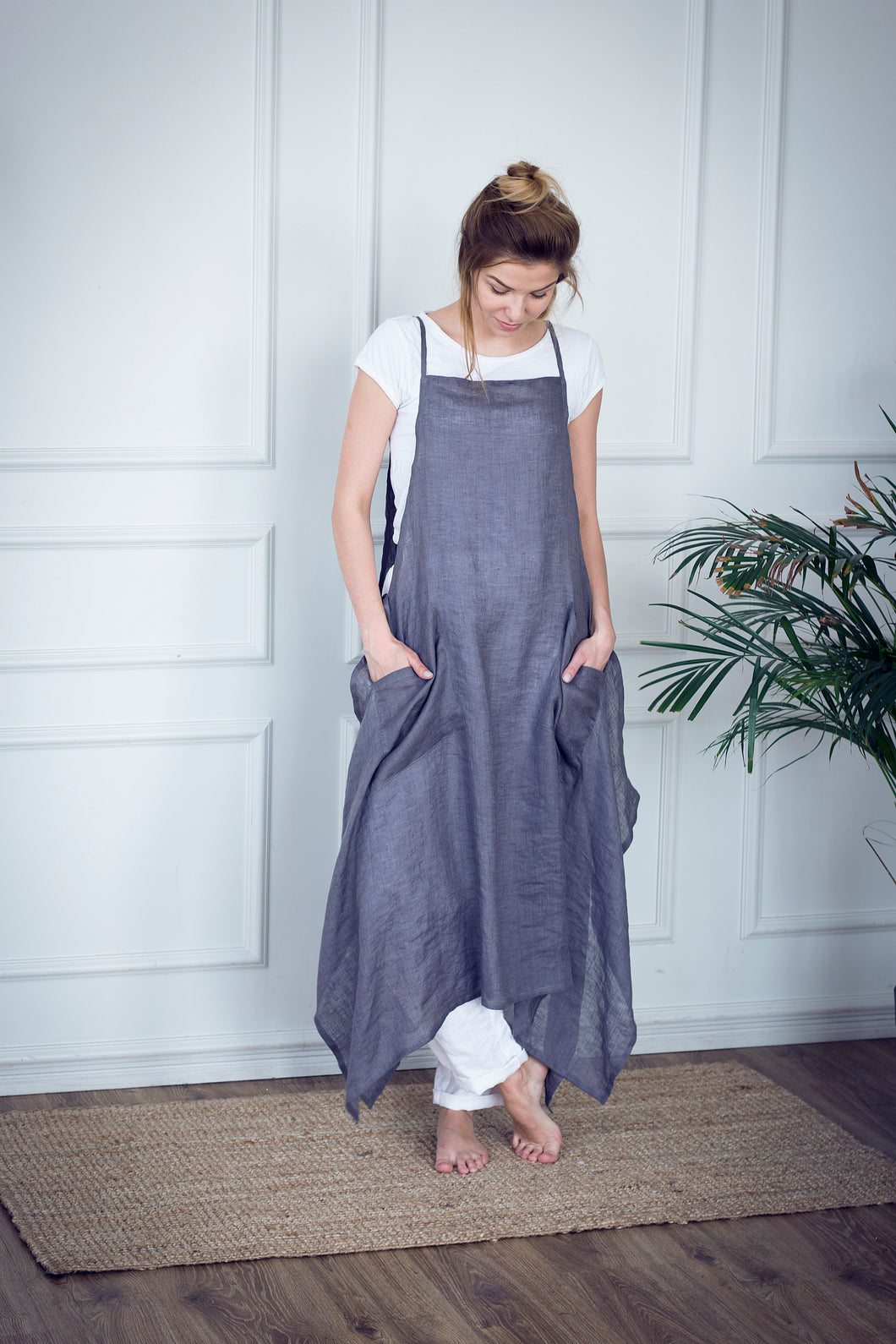 LINEN APRON DRESS IN GREY