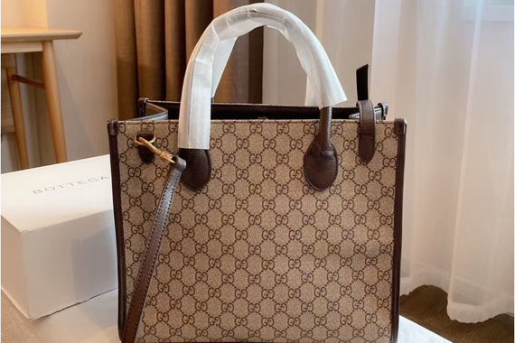 GUCCI CARD BAG