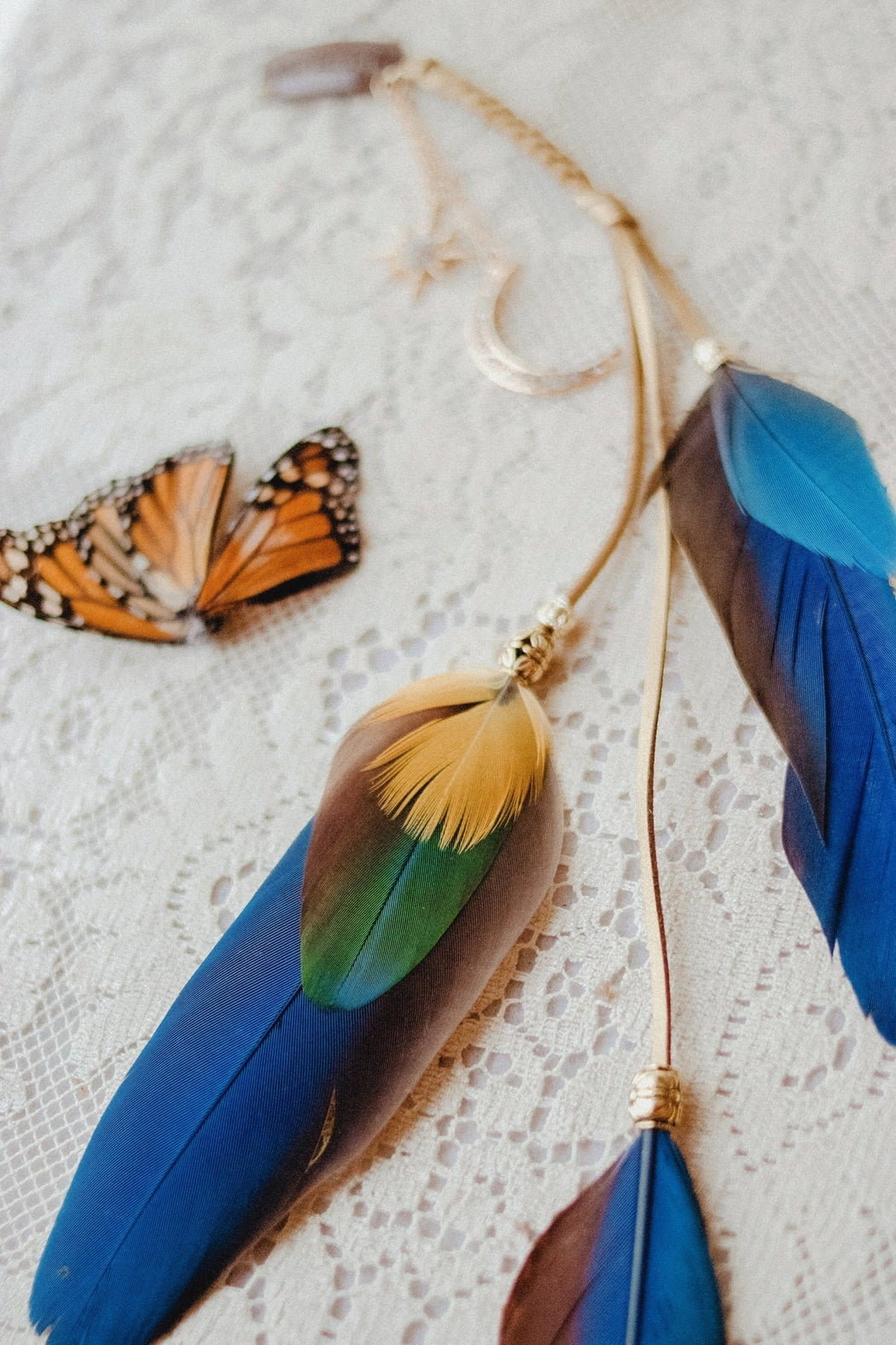 La Luna Macaw Feather Hair Clip - Wild & Free Jewelry