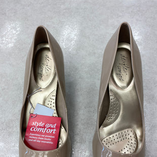Primary Photo - BRAND: DEXFLEX STYLE: SHOES LOW HEEL COLOR: NUDE SIZE: 9.5 OTHER INFO: NEW! SKU: 172-172166-75903