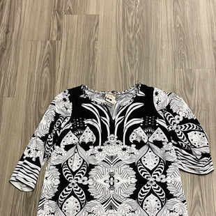 Primary Photo - BRAND: ECI STYLE: TOP SHORT SLEEVE COLOR: BLACK WHITE SIZE: 1X SKU: 172-172251-4052