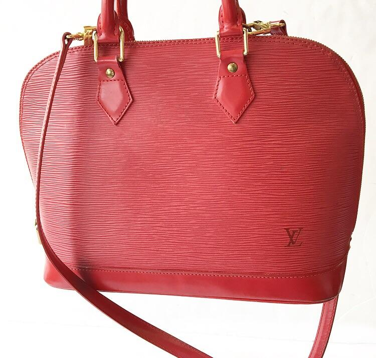 Louis Vuitton - <P>RED EPI ALMA LOUIS VUITTON</P> <P>GOLD HARDWARE</P> <P>DETACHABLE STRAP</P> <P>HAS LOCK AND KEY</P> <P> </P> <P>ANY CONDITION/WEAR IS SHOWN IN PHOTOS! </P> <P>(4 CORNERS ARE RUBBED)</P> <P>WE WILL EMAIL THE CERTIFICATE OF AUTHENTICITY!</P>