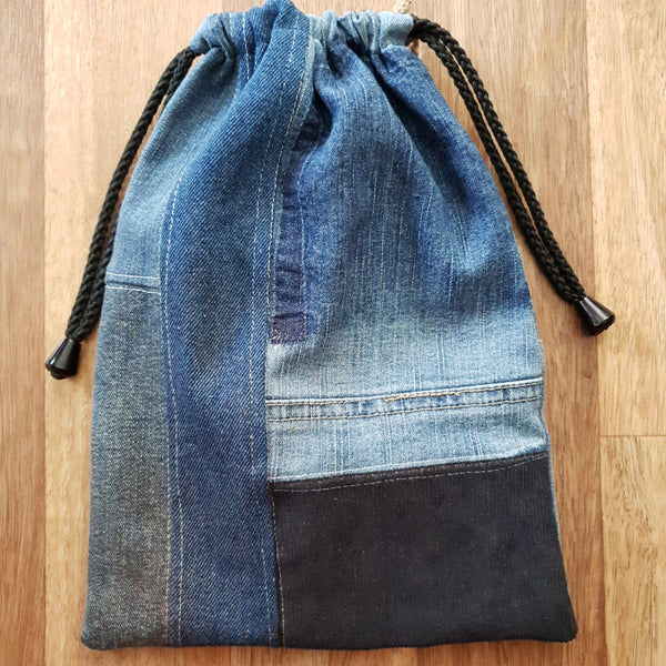 Made from our own RePurposed Denim Fabric and lined with high quality cotton featuring our folksy screen printing.   These groovy bags will last you for years! We call them Hand-Me-Downable  21cm x 29cm  International Shipping is Welcome! Please contact us for a quote if your country is not in the shopping cart.