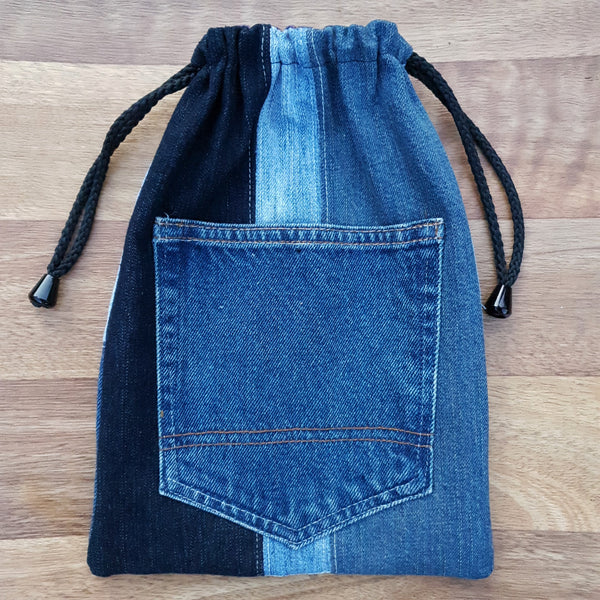 Made from our own RePurposed Denim Fabric and lined with high quality cotton featuring our folksy screen printing.   These groovy bags will last you for years! We call them Hand-Me-Downable  21cm x 29cm