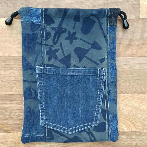 MAGIC Bags Made from our own RePurposed Denim Fabric and lined with high quality cotton featuring our folksy screen printing.  These groovy bags will last you for years! We call them Hand-Me-Downable  21cm x 29cm