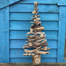 Load image into Gallery viewer, MEDIUM PERSONALISED DRIFTWOOD FAMILY TREE