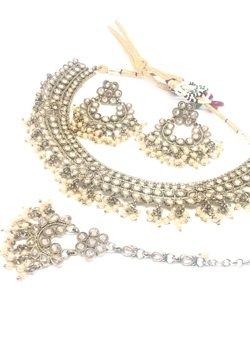 || ARYA || Fine Lightweight Necklace with Earrings & Tikka