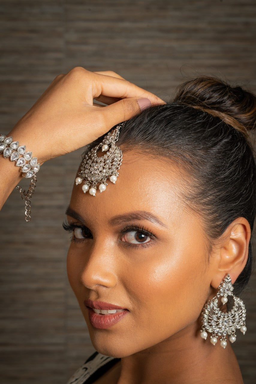 || BINDAAS || Silver Tikka with Earrings with White Stones