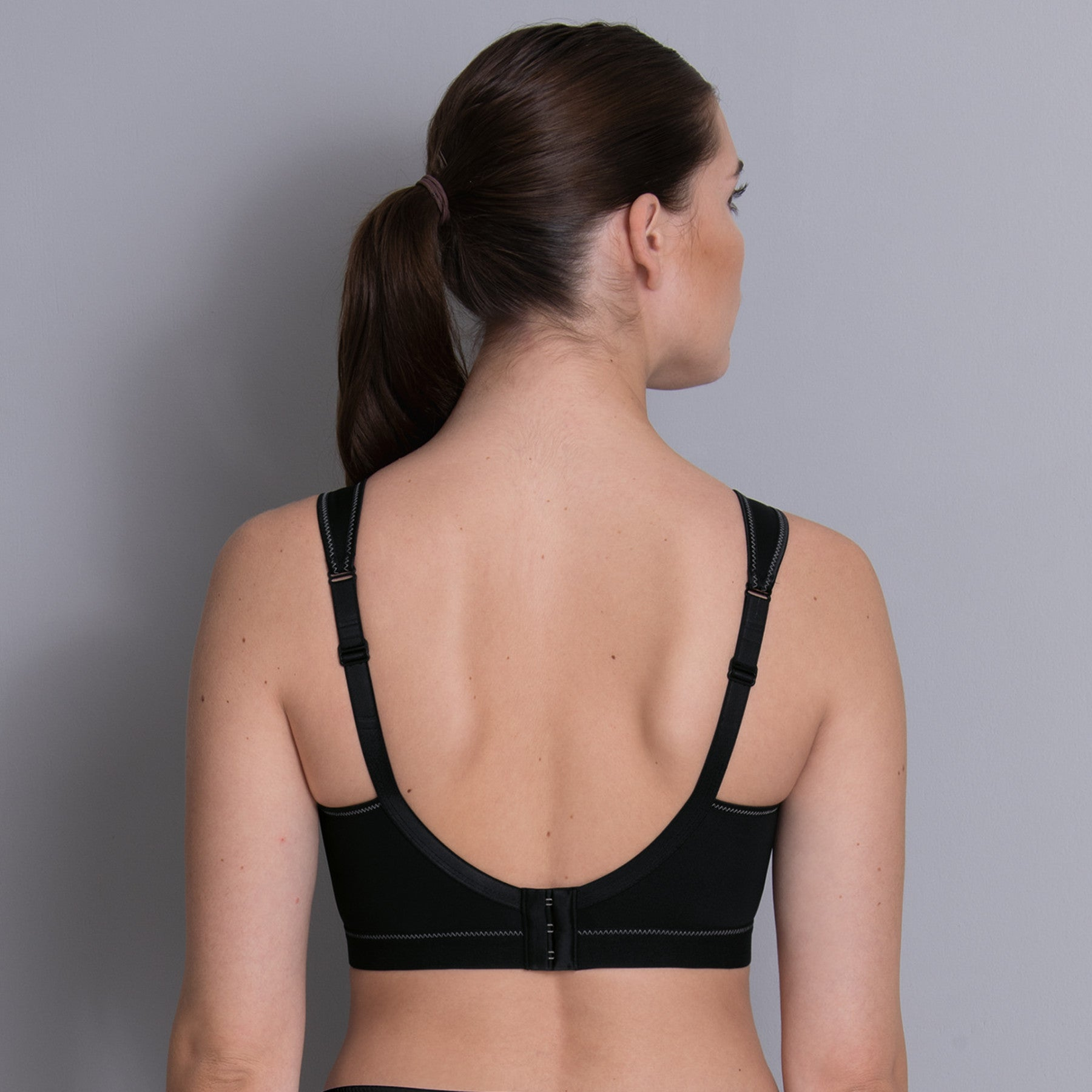This Anita soft cup, wireless sports bra is made of light, breathable microfiber and features extra flat seams to reduce chafing. Seamless, unlined, non molded cups are non-stretch, single layer microfiber for optimal breast support.