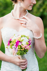 Vintage wedding inspiration // pearl wedding jewelry // click for details