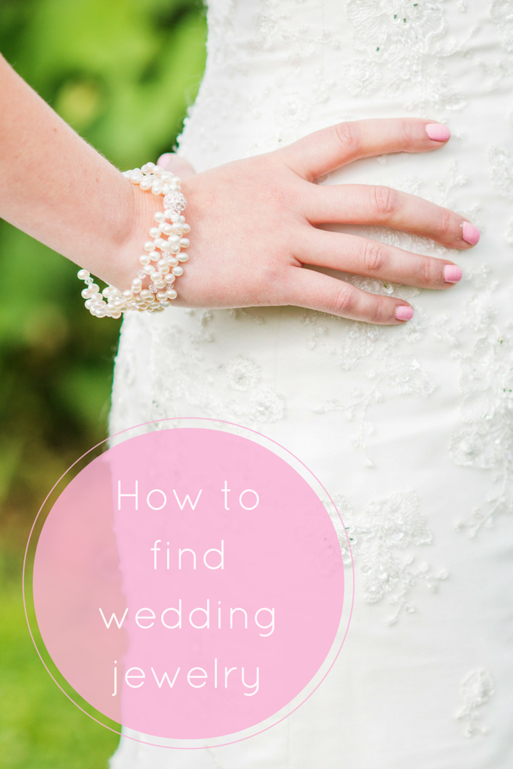 How to find wedding jewelry // Click for tips on picking out pearl jewelry...