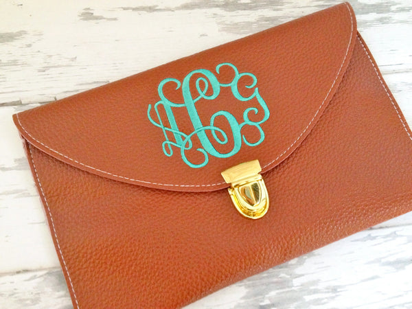 bridesmaid gift ideas / monogrammed clutch / click to shop