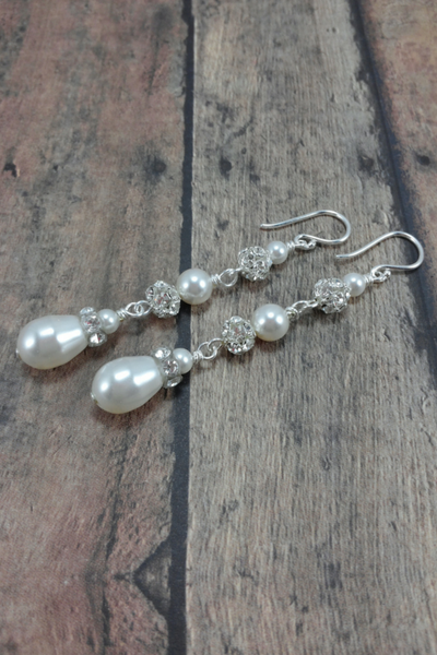 Isabella Earrings // Bridal Chandelier Earring / Long Pearl Earring / Pearl Teardrop Earring