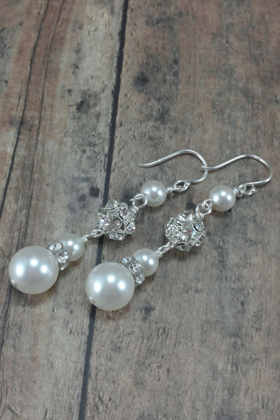 Amanda Earrings // Bridal Pearl Dangle Earring / Pearl Wedding Earring / Long Pearl Earring