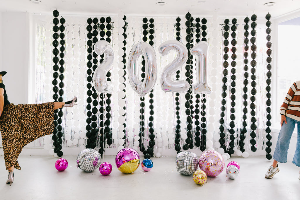 Balloon backdrop ideas for New Year