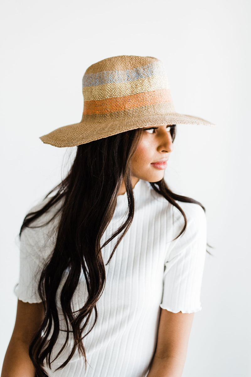 Straw hat with stripe colors