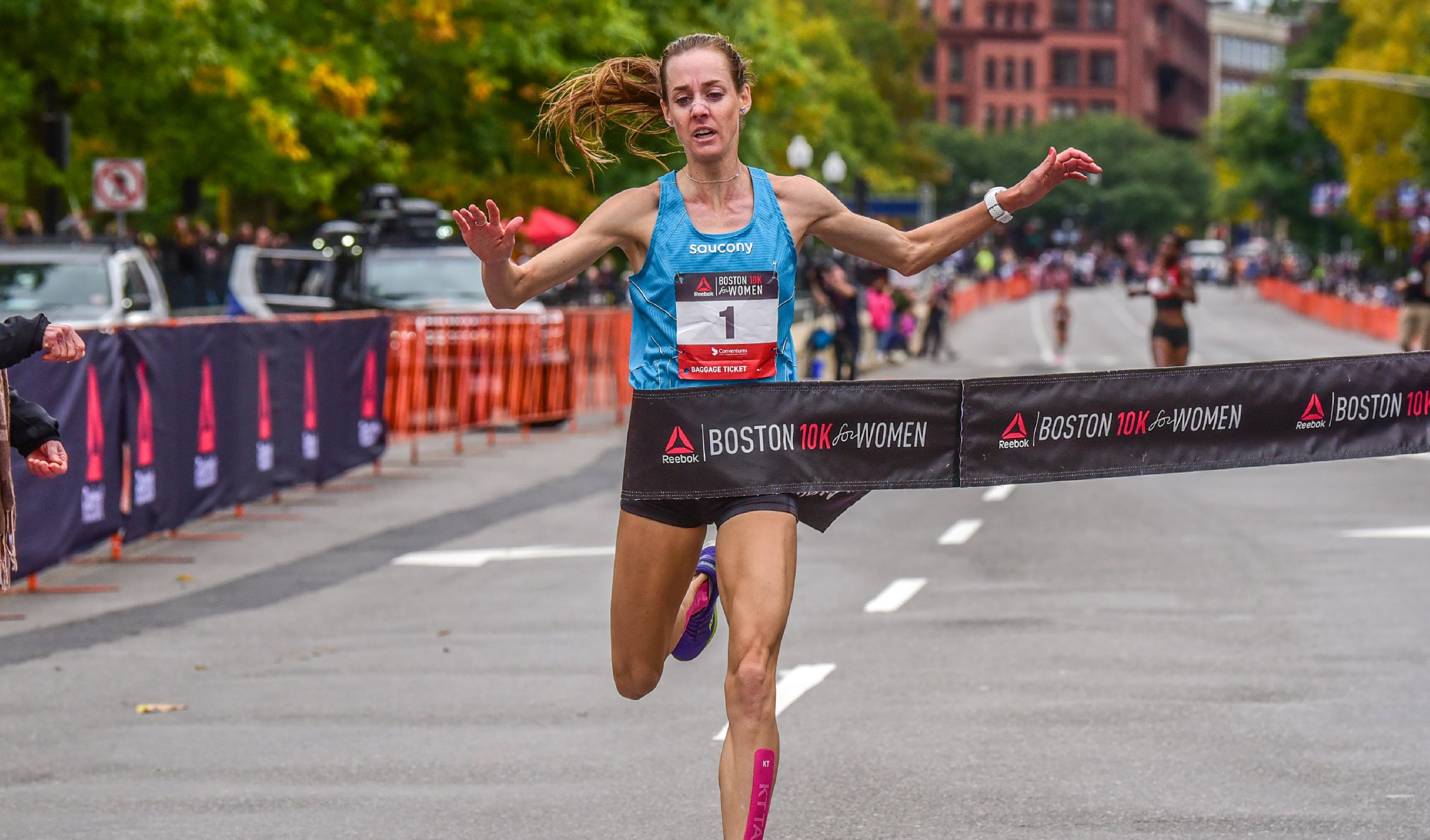 Molly Huddle running in race