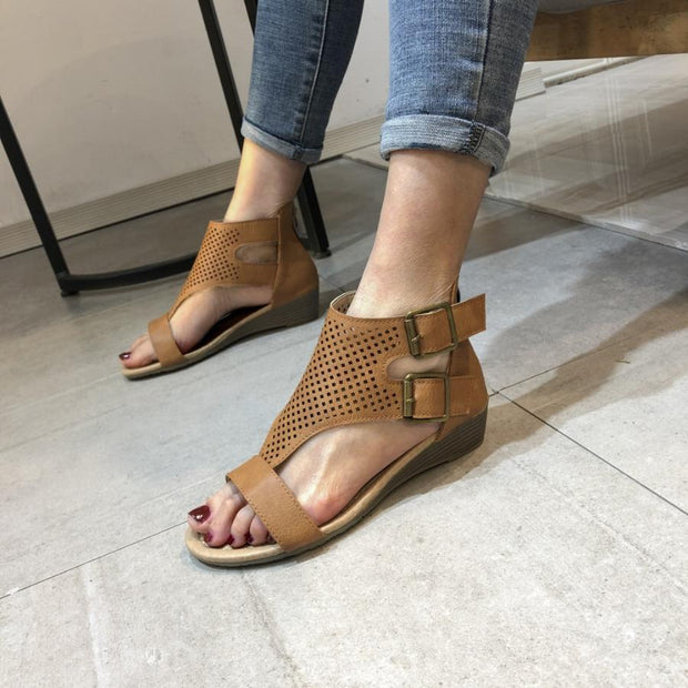 Pi Clue Block Heel Buckle Sandals