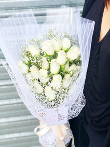 The little market bunch funeral Sympathy white Rose bouquet