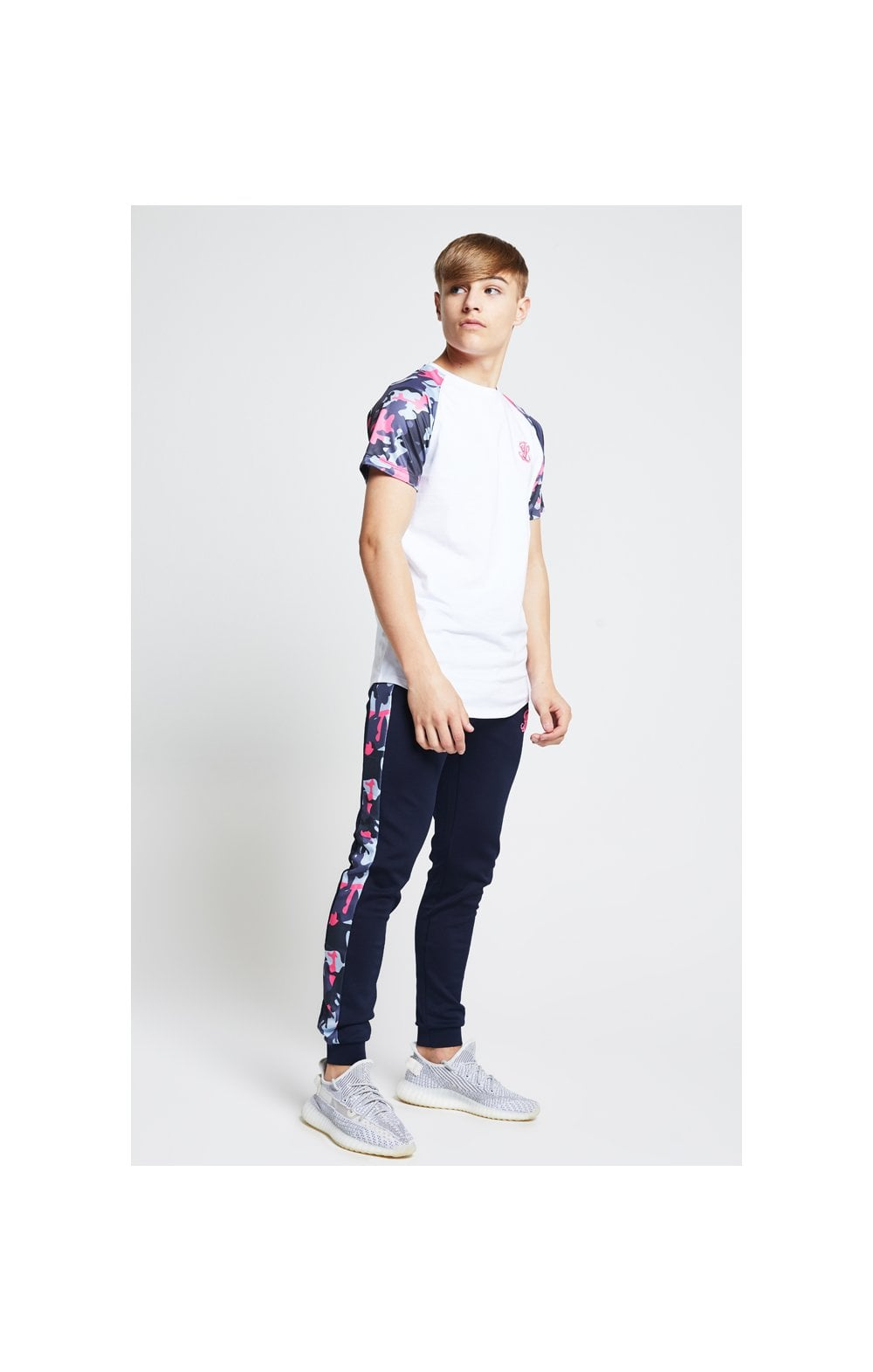 Illusive London Raglan Tee – White & Neon Pink Camo (3)