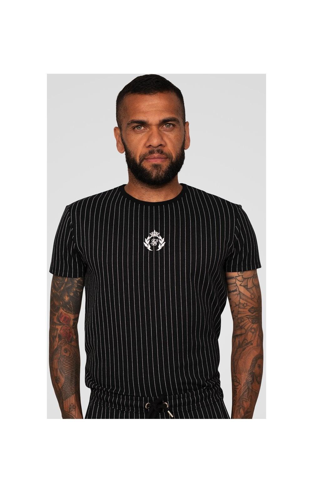 SikSilk X Dani Alves Trainings-T-Shirt Abgerundeter Saum - Schwarzweiss