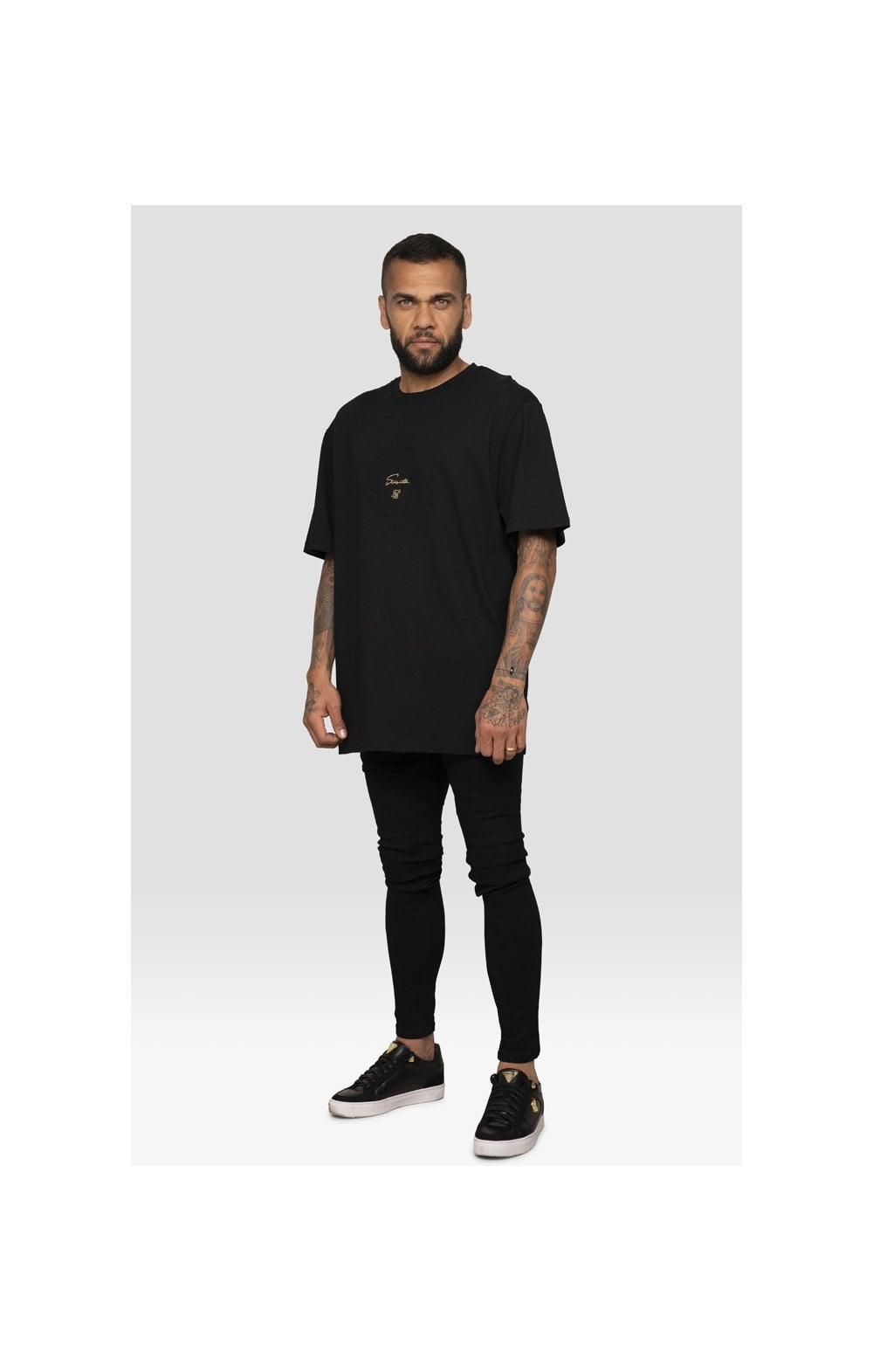 Laden Sie das Bild in den Galerie-Viewer, SikSilk X Dani Alves Luxus T-Shirt Kurzarm - Schwarz
